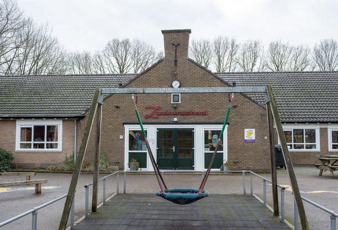 De Zuukerschool in Zuuk hangt sluiting boven het hoofd.