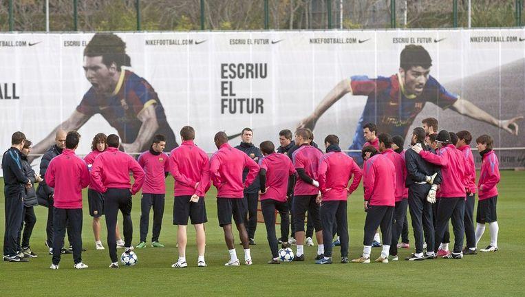 Het team van FC Barcelona tijdens een training Beeld