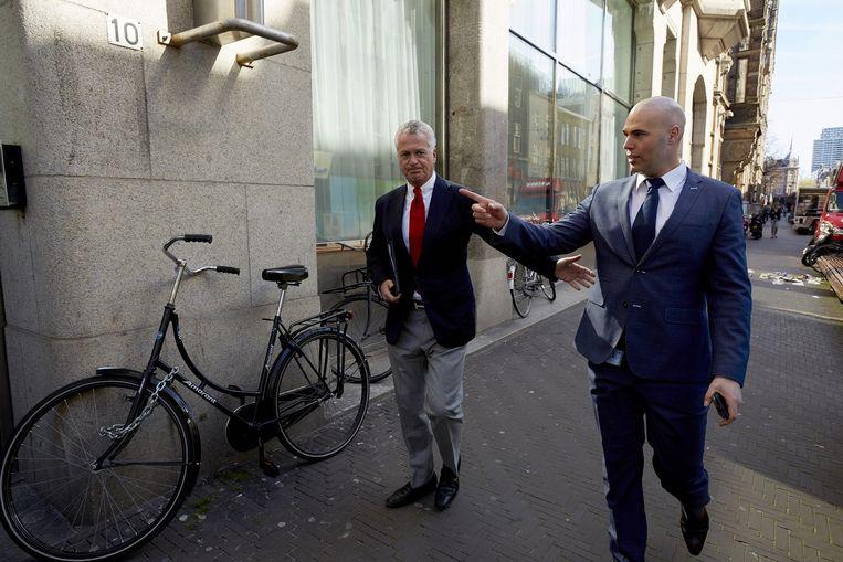 Bram Moszkowicz (L) en Joram van Klaveren voorafgaand aan de persconferentie van de politieke partij VNL Beeld anp