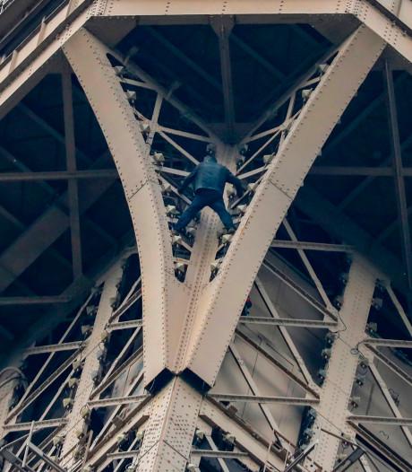 """L'intrus de la tour Eiffel a été """"maîtrisé"""""""