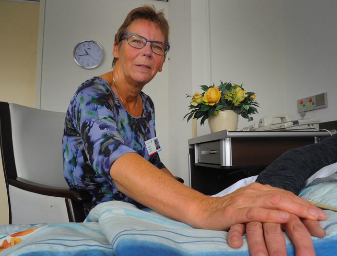 """Gerda Kluijfhout is vrijwilligster in het Hospice Ter Reede in Vlissingen. ,,Als ik wegga heb ik het gevoel dat ik iets goeds heb gedaan. Dit werk geeft me energie."""""""