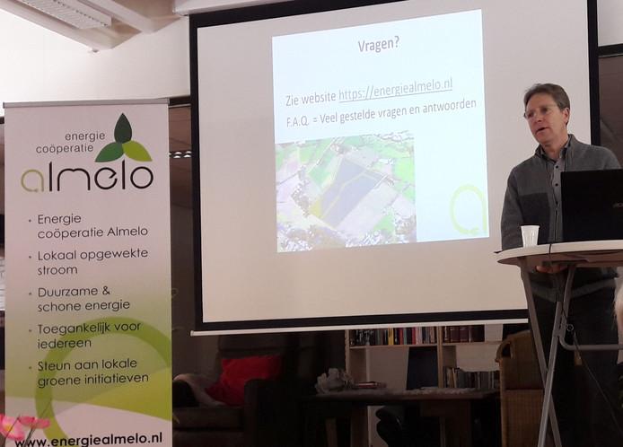 Bestuurslid Frank van Marle gaf in De Hagedoorn informatie over de de nieuwe corporatie.
