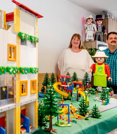 Tilburgers Arno en Ingrid huren een loods om hun enorme verzameling Playmobil op te slaan: 'Het stond tot aan het plafond'