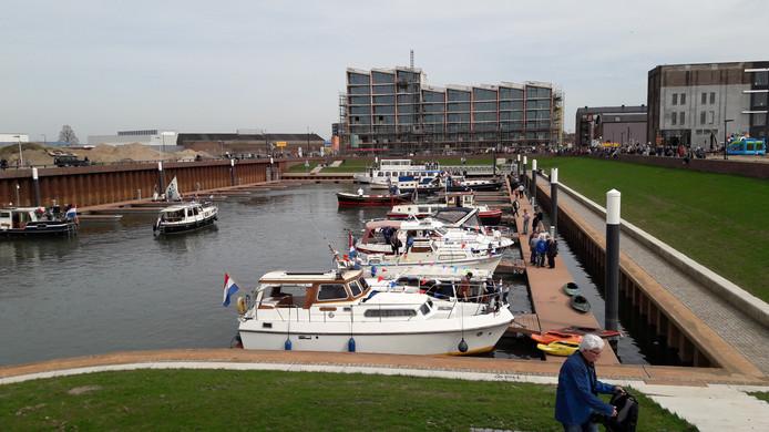 De Noorderhaven in Zuphen is zaterdag in gebruik genomen. Na jaren wachten kunnen schepen er aanmeren.