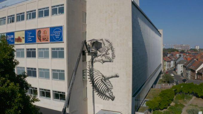 ROA siert gevel van het nieuwe GUM in de Plantentuin van Gent