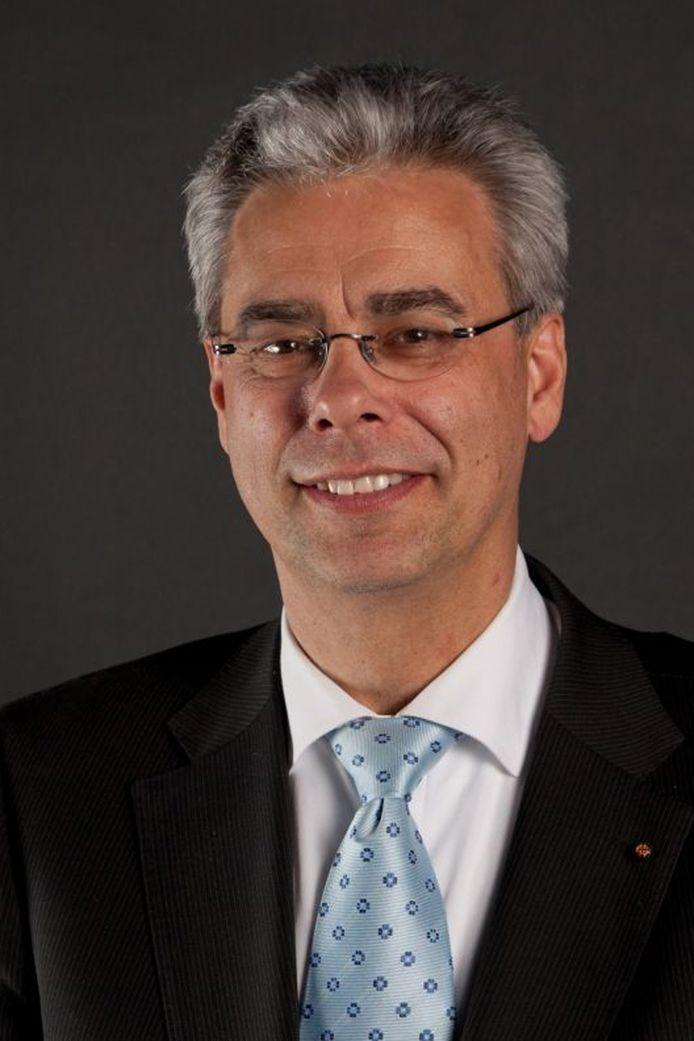 Jan Brenninkmeijer, burgemeester van Waalre, ligt onder vuur.