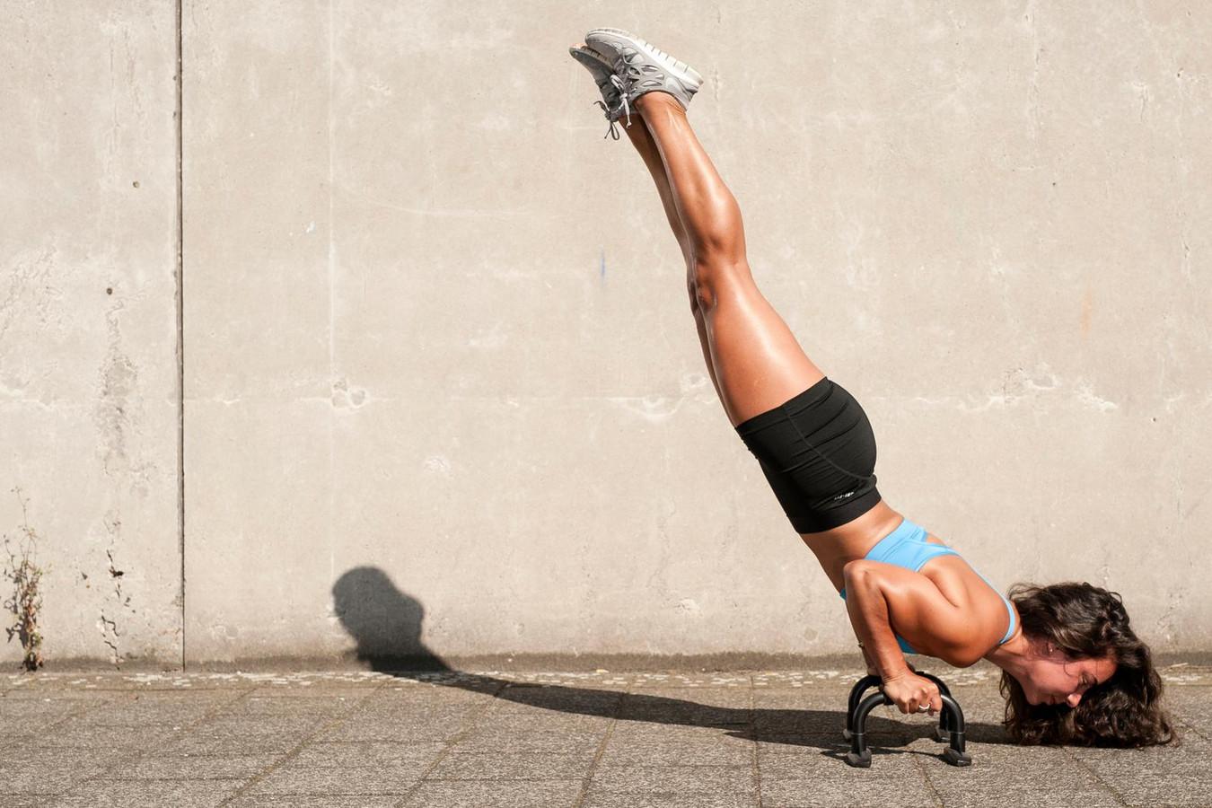 Voor Alicia Broos betekent sterk zijn dat haar lichaam de overvolle trainingsdagen volhoudt.