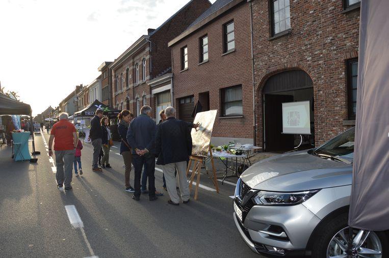 Enkele buurtbewoners van Kerkskenveld stonden met een infostand op de avondmarkt in Kerksken.
