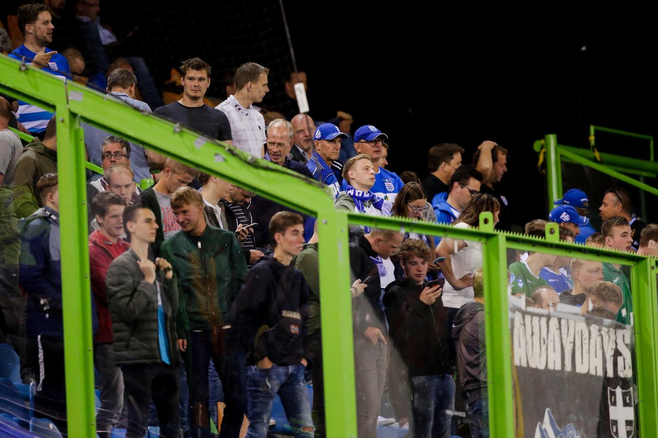 Supportersgroepen van PEC Zwolle (hier uitsupporters bij de wedstrijd tegen Vitesse in augustus) hebben de stekker getrokken uit de klankbordgroep waarin ze met de clubleiding overlegden.