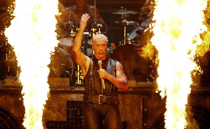 Rammstein staat bekend om de heavy-metalachtige invloeden, de rauwe teksten, bombastische stukken en het stevige gitaarwerk én veel vuurwerk bij de shows.