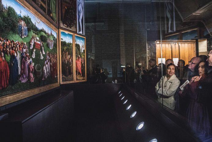 Ook minister Demir kwam het schilderij bewonderen.
