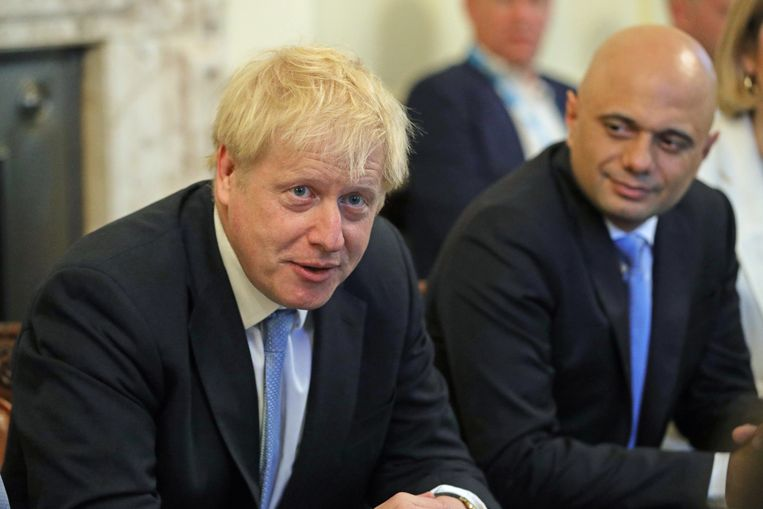 Boris Johnson bij zijn eerste kabinetsbespreking. Beeld Aaron Chown/AFP