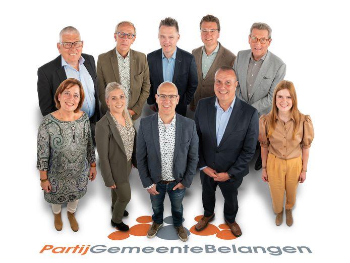 De eerste 10 op de kieslijst van de PGB voor de verkiezingen van 2020 in Oisterwijk (rechts naast lijsttrekker Carlo van Esch staat wethouder Dion Dankers, links Marieke Moorman)