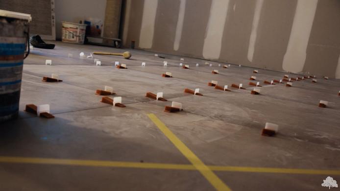Er wordt geklust aan de vloer in De Kastanjefabriek.