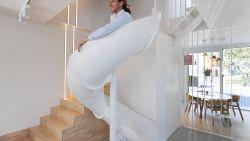 Met een glijbaan naar beneden in plaats van met de trap: in deze kantoren ligt het werkplezier net iets hoger