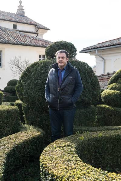 Benjamin Harnwell in het klooster in Trisulti en Steve Bannon in Rome.