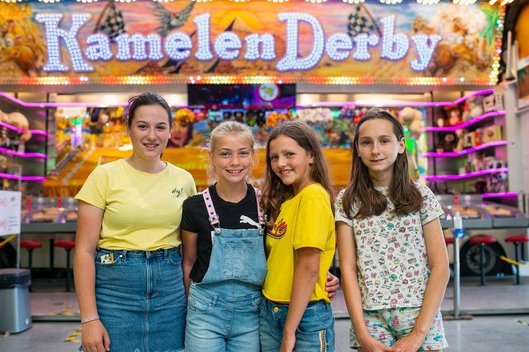 De vriendinnen van Doree (tweede van links) en Saartje (rechts van Doree) hadden het naar hun zin.