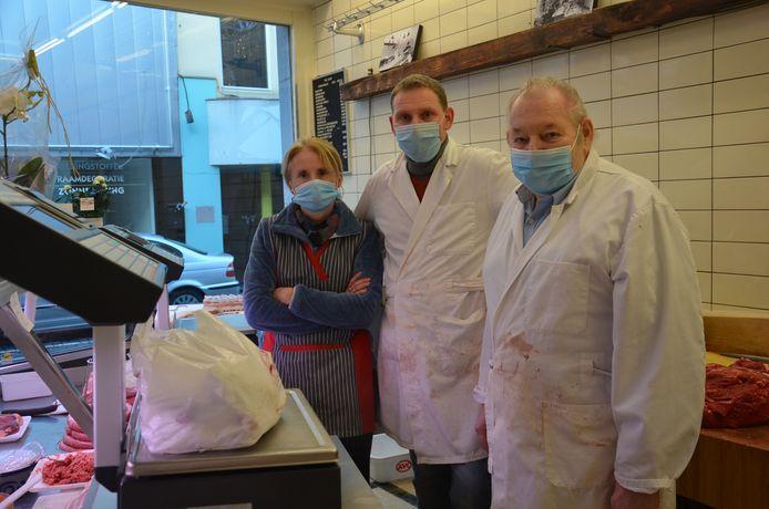 Ann, Rik en Walter in hun slagerij in de Lavendelstraat in Ninove.