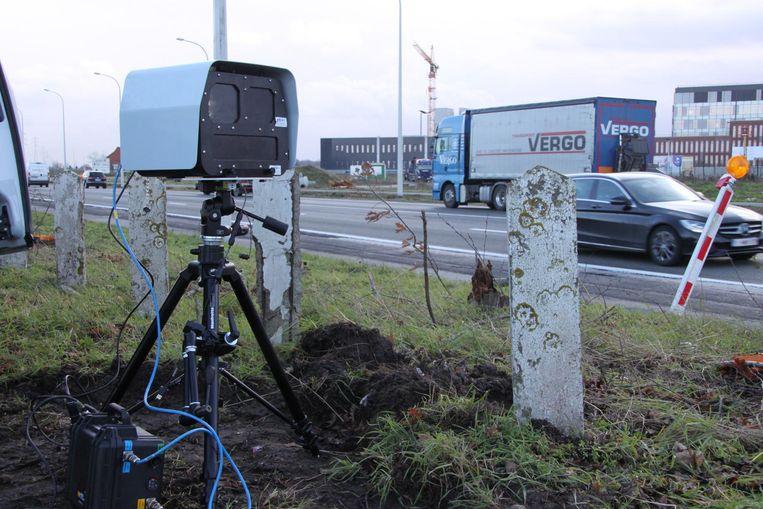 De nieuwe mobiele flitscamera van de politie kan verstopt worden in een vuilnisbak.