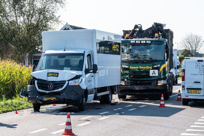 Bij het ongeluk waren onder meer een vrachtwagen, een bakwagen en bestelbus betrokken.