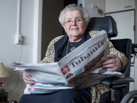 100-jarige Hanneke uit Holten leest nog elke dag de Tubantia