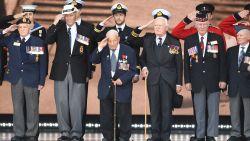 Belgische WO II-veteraan krijgt staande ovatie van Trump en Queen