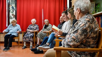 Voorleesweek brengt scholieren naar rusthuis Hof ter Boonwijk