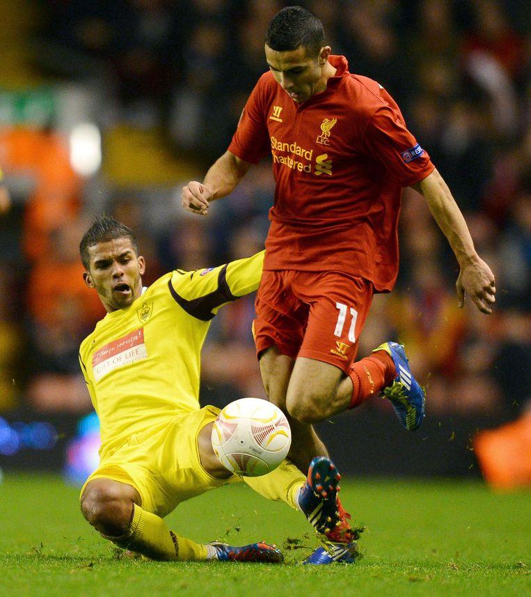 Zelfs in de Premier League (namens Liverpool in 2012) komt zijn op de pleintjes in Amsterdam-Oost ontwikkelde techniek goed van pas. Beeld afp