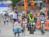 Bijzonder: Arjan (57) herdenkt overleden broer en rijdt de Alpe d'HuZes op zijn bakfiets...in een schuur