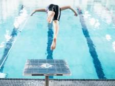 Wachtrijen bij zwemles groeien enorm door corona: 'We willen met de scholen weer open'