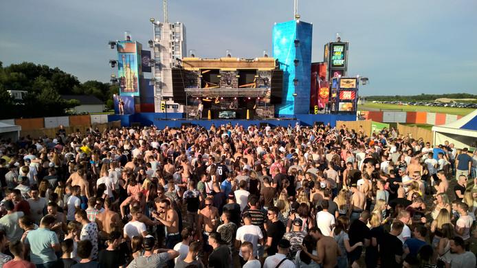 Zo'n 6.000 bezoekers genieten van de beats tijdens Daylight Festival.