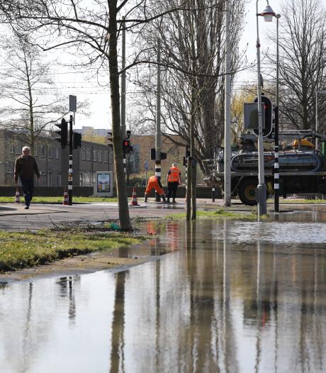 Gesprongen waterleiding zorgt voor veel overlast op de Loevesteinlaan