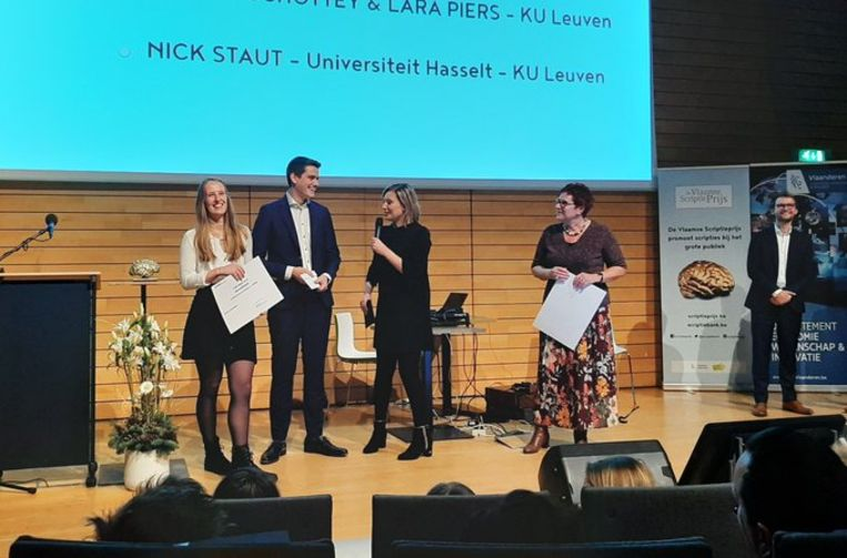 Olivier Schottey en Lara Piers tijdens prijsuitreiking Agoriaprijs