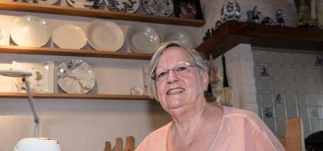 Tiny Debie uit Veldhoven blijft het porselein schilderen missen
