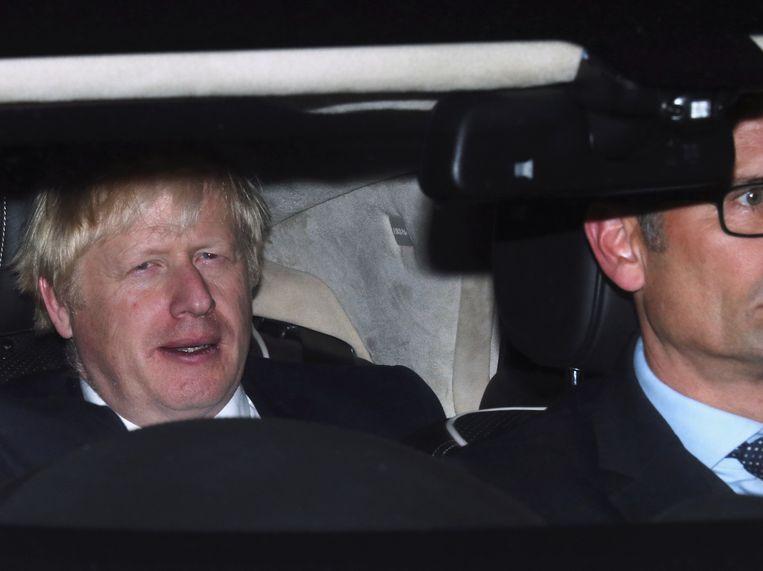 Boris Johnson wordt weggereden vanuit het parlement nadat zijn oproep voor vervroegde verkiezingen daar voor de tweede keer werd weggestemd.