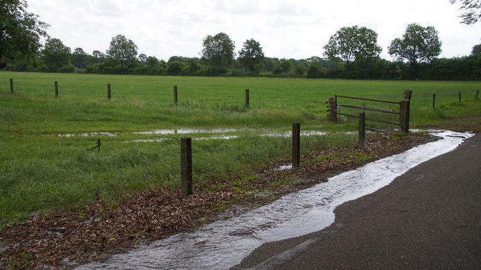 Zondagmorgen rond 11.35 uur is een waterlekkage ontstaan aan de Vollenhofsweg in Wezep.