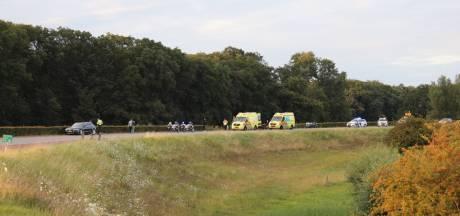Motorrijder vliegt uit de bocht op dijk tussen Wilp en Deventer
