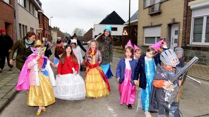Kinderen vieren carnaval op vrijdag