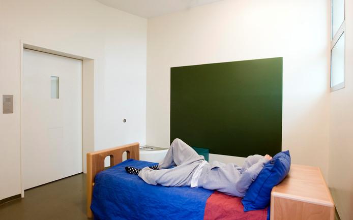 De SP wil van staatssecretaris Paul Blokhuis weten of er een tekort aan opnamebedden is in de geestelijke gezondheidszorg.