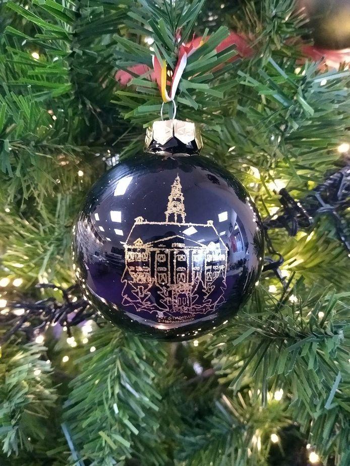 Het Stadhuis op een kerstbal