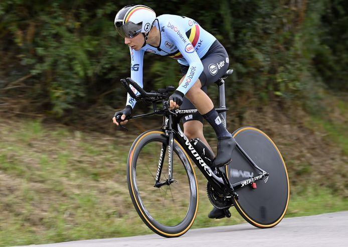 Cian Uijtdebroeks aan het werk tijdens de tijdrit op het EK wielrennen in Plouay, vorige maand.