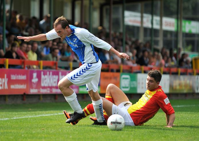 Hugo Beekers (links) speelt al bijna 25 jaar bij AGOVV en gaat komend seizoen door.