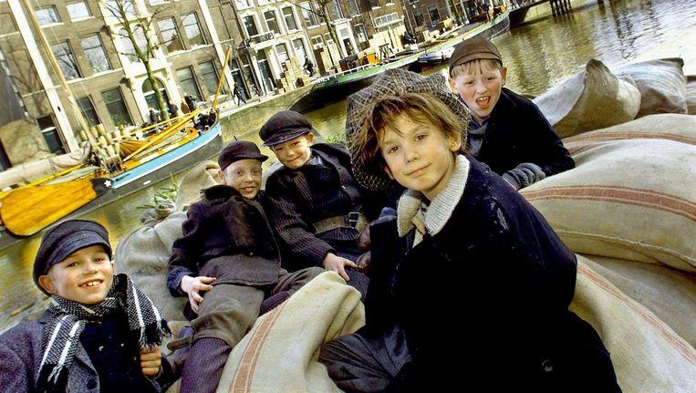 Uit 500 jongetjes werd Ruud Feltkamp (10) (midden) gekozen om de rol van Kruimeltje te spelen in de film van Maria Peters Beeld anp