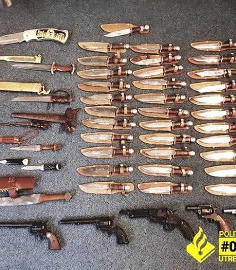 Politie pakt verkoper van nepwapens op bij markt in Overvecht