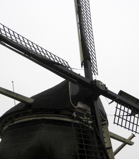 Twee vernieuwde molens in Hellouw en Ophemert staan stil