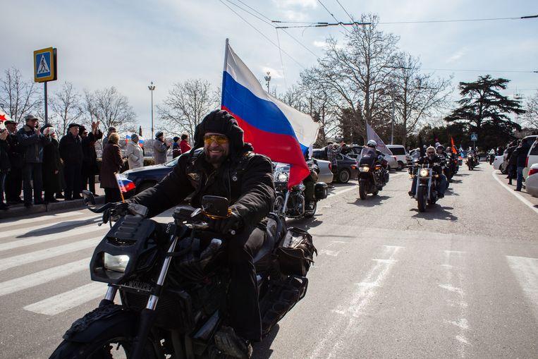Afgelopen 16 maart reden de Nachtwolven door Sebastopol op de Krim, een jaar na de Russische inname van de havenstad op de Oekraïense Krim. Beeld getty