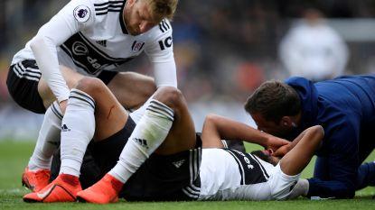 """Denis Odoi met brace rond zijn nek afgevoerd na kwalijke botsing met Fulham-ploegmaat: """"Hij is intussen oké"""""""