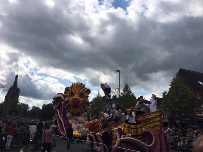 De  Vliegende Hollander-wagen van buurtschap Oud Dommelen.