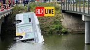 Beelden tonen hoe Lijnbus in water rijdt in Brugge: chauffeur en drie passagiers naar ziekenhuis