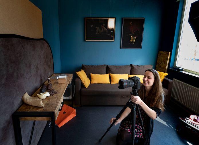 Tahné Kleijn maakt voor de fotoserie 'Still Alive, #ShopLocal' stillevens voor Helmondse ondernemers.